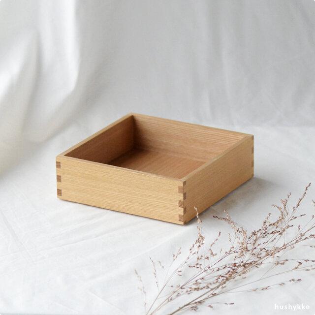 追加用の一段(蓋なし)です。おもてなしやお茶会の器としても使われています。  重箱はすべて同じ工程で製造されているので、後から追加で購入しても統一感は変わりありません。