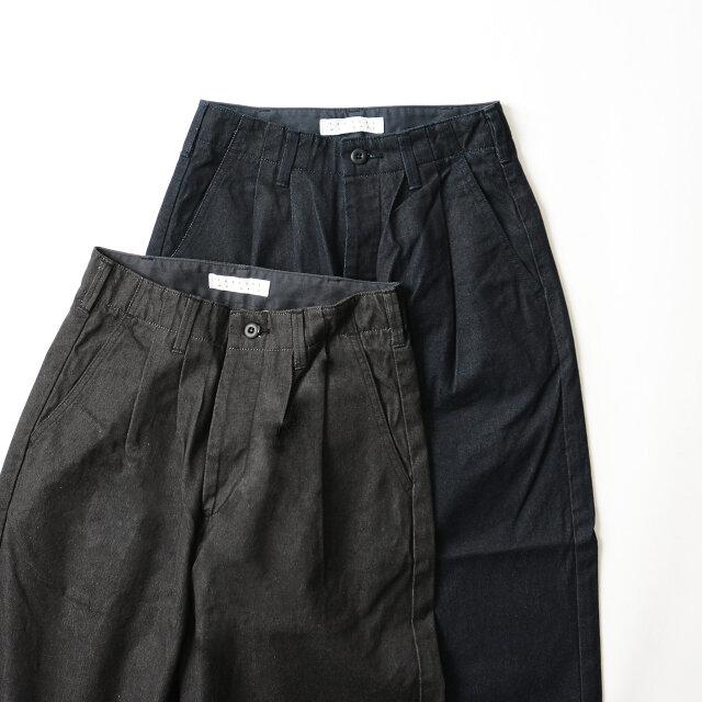 カラーは「indigo」と「black」の2種類し、それぞれ違う生地を使用しています。