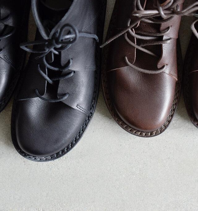 カラーは「ブラウン」と「ブラック」の2色をご用意。どちらを選んでも、きっとお気に入りの一足に♪