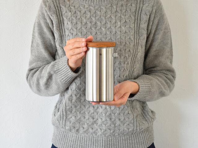 600mlは、コーヒー豆なら約200g入ります。家族の人数が多い方や、毎日たっぷりコーヒーを飲む方におすすめです。