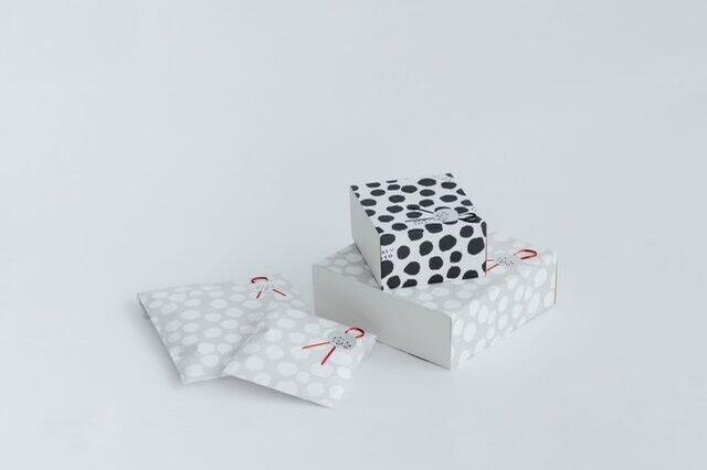 「くらすこと」オリジナルのラッピングペーパーで包装いたします。