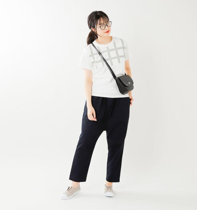 color : beige / size : 38  シューレースなしだからスリッポンのようにさっと履けて、ちょっとそこまでのおでかけにも便利。
