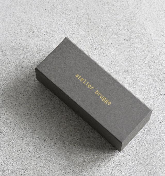 メガネとオリジナルクロスを「atelier brugge」のケースに入れてお届け♪プレゼントにもぴったりなボックスですね。