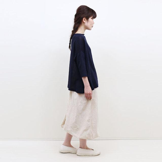 年齢を問わず心地よく着ていただける、シンプルで快適なパンツです。お出かけ着としてはもちろん、お部屋着としてもご活用ください。
