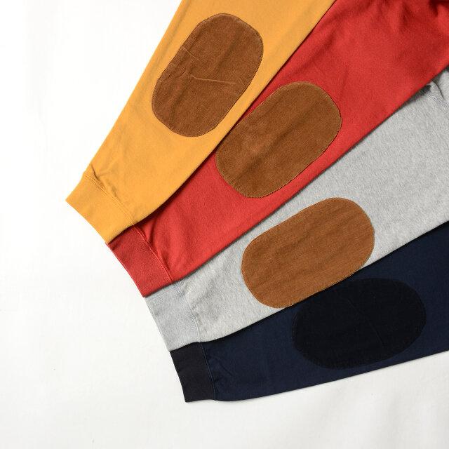 クラシカルなコーデュロイ素材のエルボーパッチ。 ネイビーは同系色で、他の3色はブラウンであしらっています。
