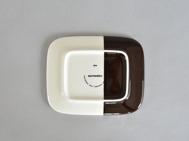 深さのない平らなプレートは、ケーキや小さなパンを乗せたり、チーズなどを乗せてワインと楽しんだり、取り皿としても活躍してくれます。