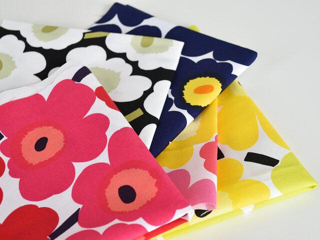 marimekkoのアイコンとも言えるデザインUNIKKOの小柄版、MINI UNIKKO(ミニウニッコ)各色から3枚のはぎれをセットにした福袋です。  当店でもロングセラーで、最も人気のある生地であり続けるMINI UNIKKO。 大きな花柄が印象的で、シンプルですがポップさもあり、唯一無二の存在感で今なおファンを増やし続けています。 MINI UNIKKOは年に数回限定カラーが発売されます。このはぎれ福袋の中にも、そんなレアカラーが含まれることもありますよ。
