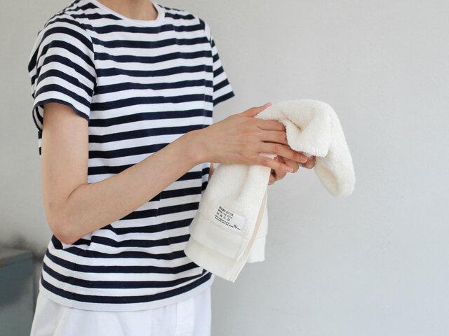 何枚も揃えて毎日使いたいフェイスタオル。洗いたての顔を、ふんわりと心地よく包みます。