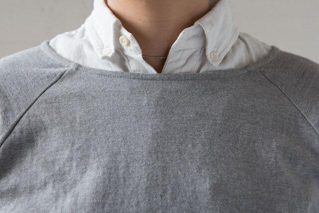 シャツを着るとこんな感じ。