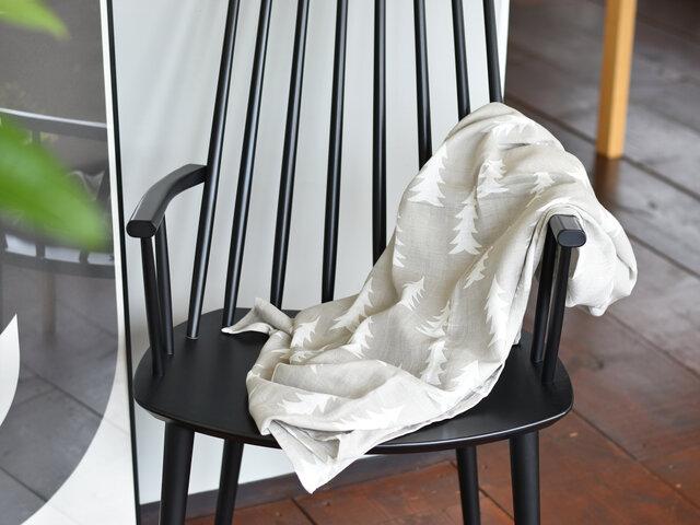 もちろん大人のためのひざ掛けやタオルケットとして活躍させるのもおすすめです。ふわっとソファに置いてあるだけで、なんだかおしゃれな空間になってくれますよ。