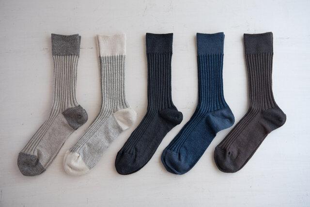左から:ベージュ、グレー、ブラック、ネイビー、ブラウン