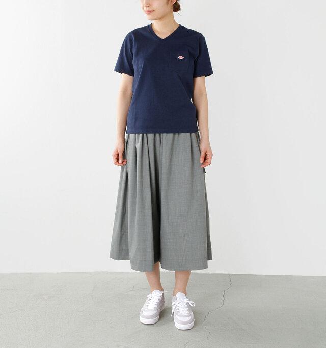 color : white / size : 24.0cm  テニススタイルを元にしたレトロなデザインのシューズは、ローカットタイプのベーシックなフォルムで、コーディネートに取り入れやすいところも魅力。ロングスカートにも違和感なく馴染みます。