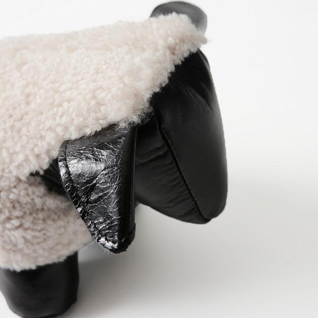人気の「Owen Barry」製品と同様に、牛革と羊革を使用しています。 本物の質感と洗練された可愛らしいディテールがなんともいえない逸品です。