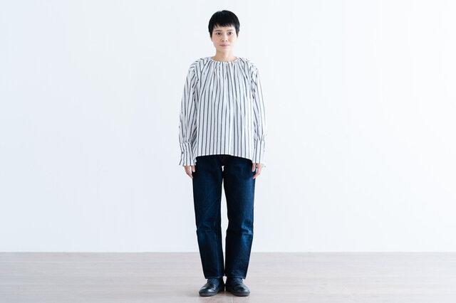 ホワイト×ブラック着用、モデル身長:158cm