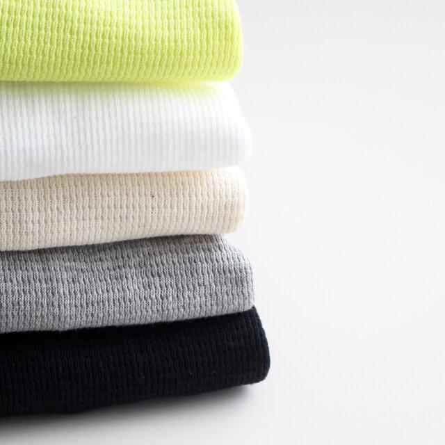カラーは、ライムイエロー・ホワイト・キナリ・杢グレー・ブラックの5種類。