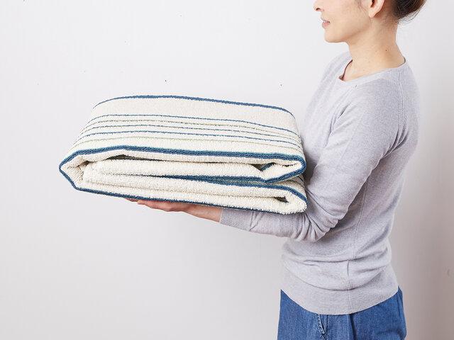 コンパクトに折り畳んで収納可能!とっても軽い設計で女性でも楽々運べます。