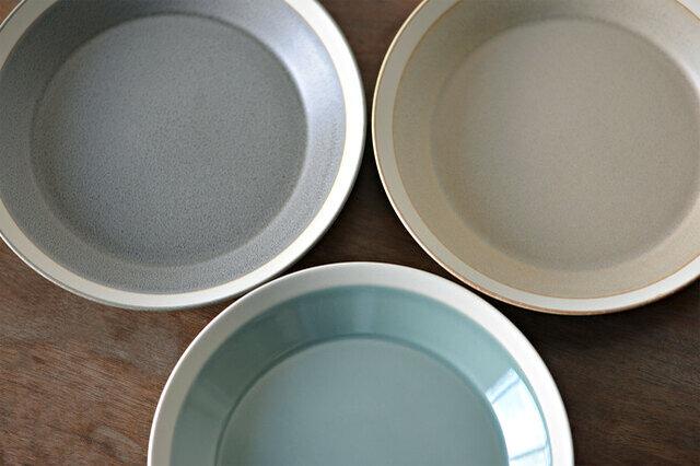 左上から moss gray 、sand beige、pistachio green
