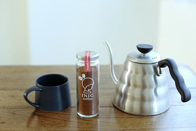 飲み終わった後も使える瓶タイプ。こちらは55g入りです。INIC coffeeのロゴとキャラクターが描かれた瓶は、インテリアとしても◎