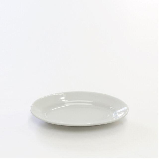 23㎝は、おつまみや前菜を盛りつけるのにぴったり。取り分け皿としても重宝します。