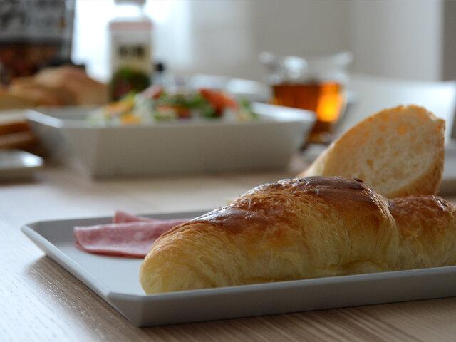 新しい素材を用いた「TYスタンダード」シリーズは、あらゆる料理を受け入れるシンプルさと上品さが特徴。