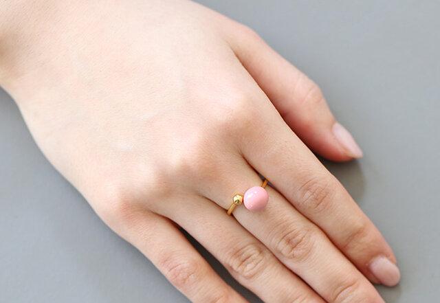 指が細い方は2つのリングをぴったりとつけて調節しても素敵ですよ。