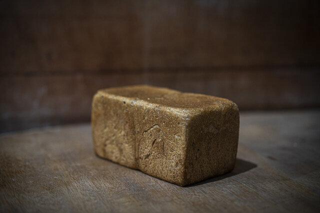 <原材料>北海道産小麦・長野県産小麦全粒粉・焙煎五穀(小麦、ごま、大豆含む)・オーツ麦・はちみつ・有機砂糖・有機やし油・自然塩・パン酵母