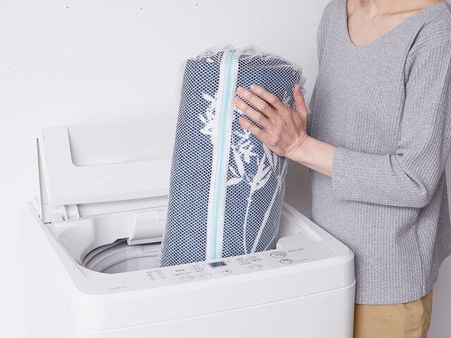 寝転んでくつろいで頂けるラグだからこそ、いつも清潔に使いたい!だから、ご家庭の洗濯機で丸洗いができる仕様にしました。いつも清潔で安心!