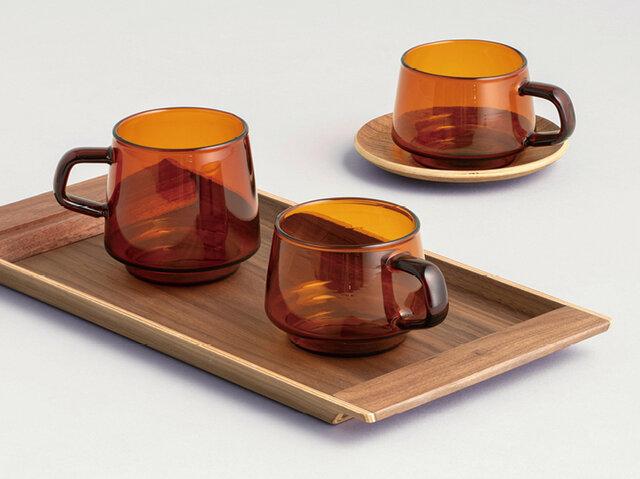左:マグ 340ml、中央:カップ 270ml、右:カップ&ソーサー 270ml  いずれのカップも口径が同じなので、スタッキングしやすいのも魅力です。