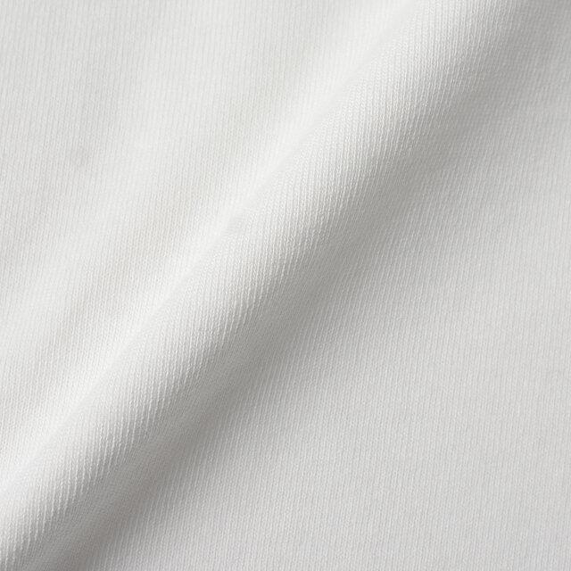 生地には度詰めにして編み上げたデラヴェジャージーを使用。 独特なハリ感とふっくら柔らかな肌触りが魅力です。