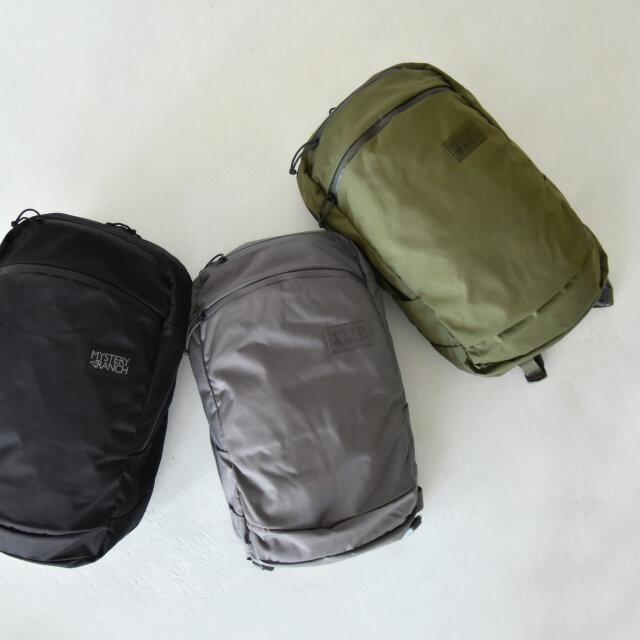 カラーは左より、【black】【gravel】【forest】の3種類をご用意。