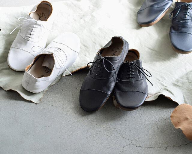 カラーはベーシックな色合いが嬉しい「ホワイト」「ネイビー」「ブラック」の3色をご用意しています。