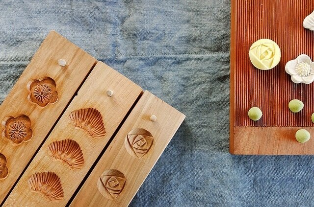 和三盆の成型に使用する道具は、日本の伝統工芸である「菓子木型」。近年、機械化などによりこの木型を制作している職人は全国で数人、四国ではたった一人となってしまいました。