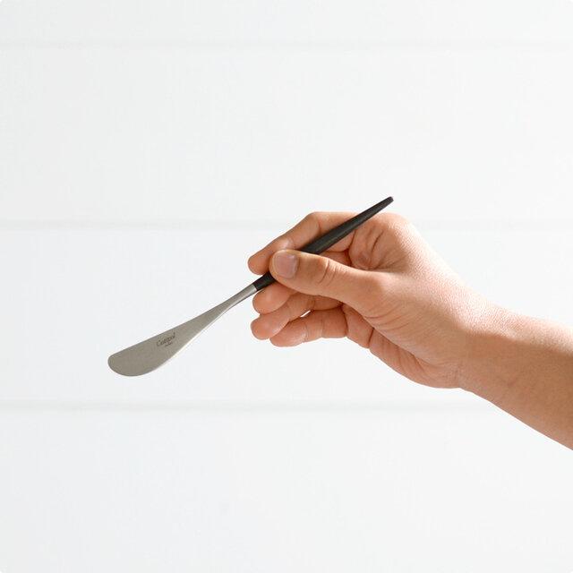 柄の長さも手のひらになじんで使いやすく、トーストなど、バターのある食卓を美しく彩ってくれます。