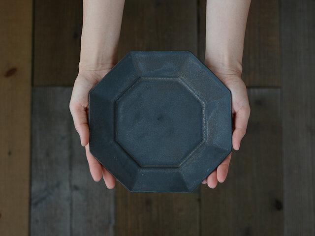 万能な程よい大きさの八角皿。