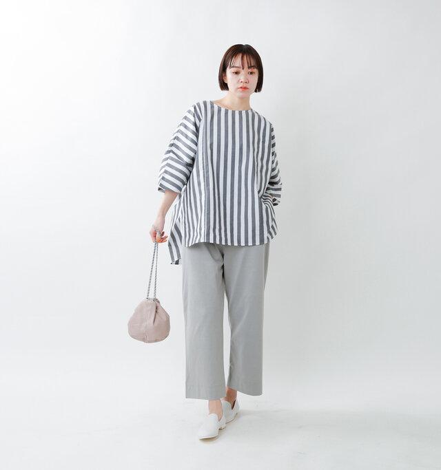 model saku:163cm / 43kg  color : off white × charcoal / size : 1