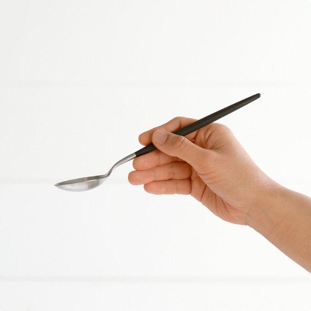 シリアルやスープ、メロンのほか、カレーライスやシチューなど毎日の食事にもお使いいただけます。 セットとして揃えられる場合は、同じサイズ感のデザートフォーク、デザートナイフがおすすめです。