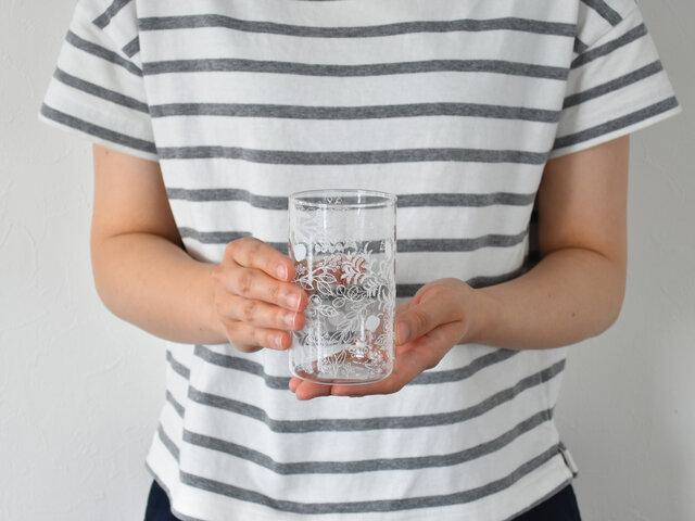 手に取るととっても軽くて驚くのですが、耐熱温度が120度までと、ホットドリンクもOKな頼れるグラスです。