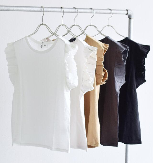 左より、ホワイト、グレージュ、モカ、チャコール、ブラックの4色展開です。