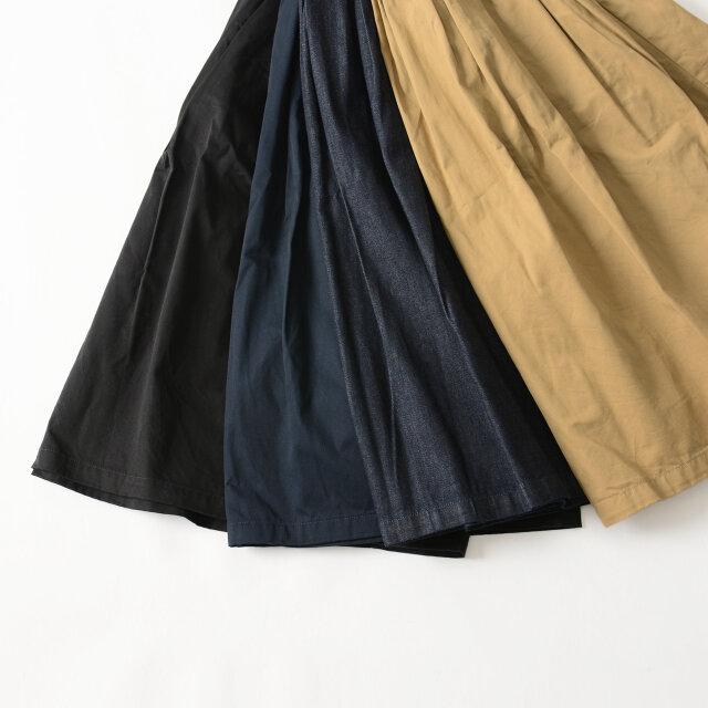 カラーは、チノ素材がbeige、navy、blackの3色、デニム素材がindigoの1色展開になります。