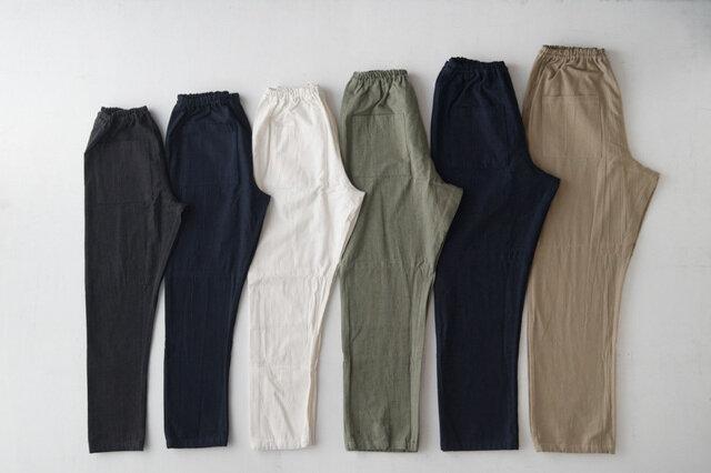 6種類のサイズ展開。左からSS(ブラック)、S(デニム)、M(ホワイト)、L(カーゴ)、2L(デニム)、3L(チノ)。