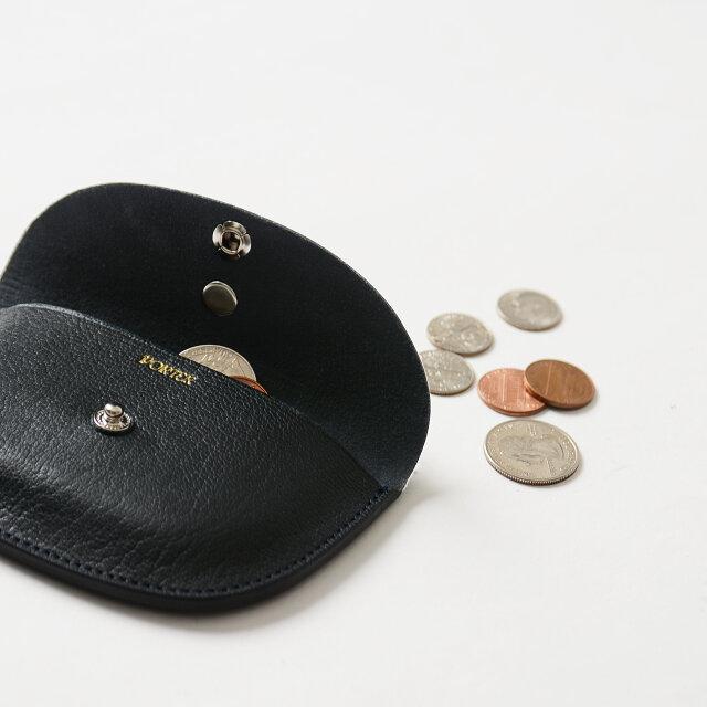 小銭入れとして、カードや折りたたんでお札入れとしても◎。マルチに活躍してくれる優秀デザインです。