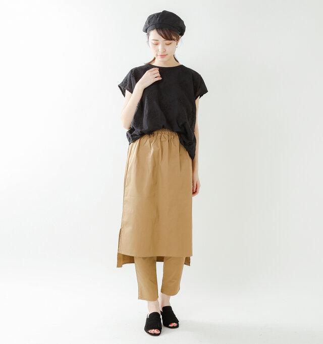 color : black / size : S   縦長タイプのスカートに合わせても、腰周りがゆったりとしたつくりなので、窮屈感なくバランスよくまとまります◎