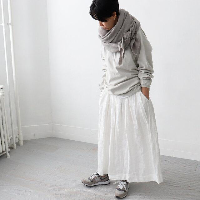 大人のグレーですよ〜〜 ゆうこりんはこういう雰囲気が本当にすごくお似合いです。憧れ。  すごくカジュアルなアイテムなはずなのに、色使い次第でこんなに上品な着こなしになるんです〜。 ため息ものです。