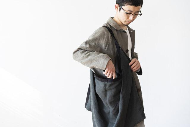 origami bag bigは、大振りのサイズ感と落ち着いたカラーで男性にもおすすめ。