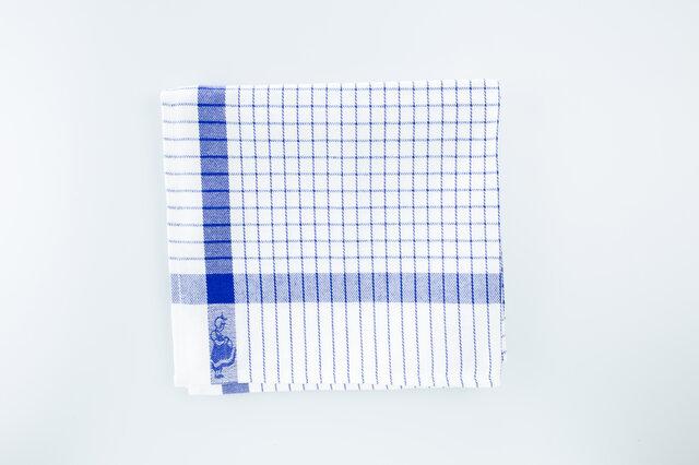 ホワイトにブルーのチェック柄が爽やかで明るい雰囲気。清潔感が大事なキッチンにぴったりです。