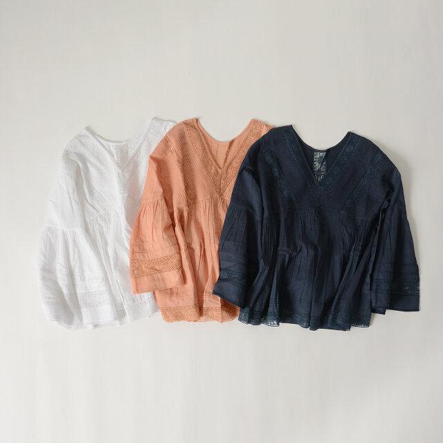 カラーは刺繍デザインが生かされた、柔らかな印象の「off white」「pink」「navy」の3色をご用意しています。