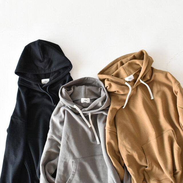 カラーはどれも合わせやすい、【black】【gray】【mocha】の3色展開です。