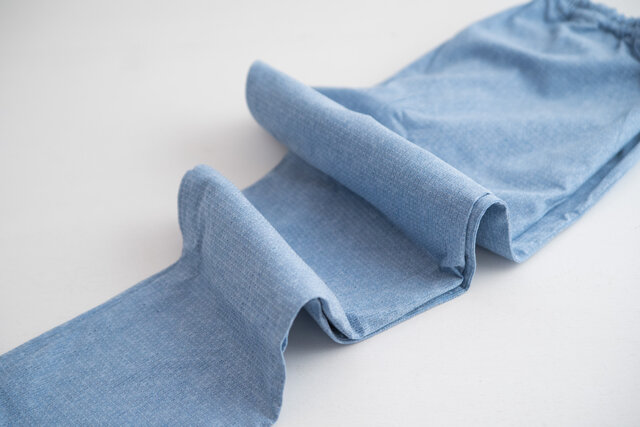 2016年春から、生地の横糸にポリウレタンを配合した「ストレッチタイプ」が仲間入り。伸縮性があるので履きやすく締め付け感のないもんぺに仕上がりました。いつもよりワンサイズ下のサイズのもんぺを履いてぴったりと履くことができます。