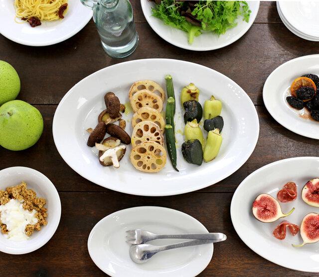 業務用ラインならではのどしっとした重みが、ほかのお皿とは一味違う雰囲気をかもし出しています。
