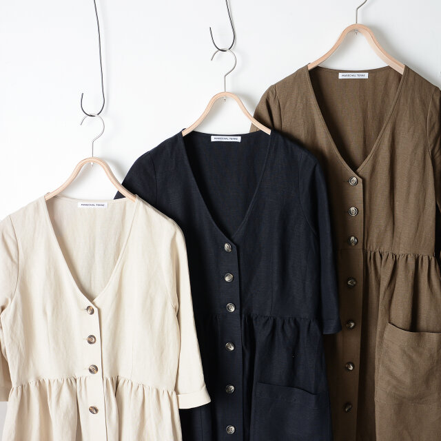 画像左から「sand beige」「navy」「brown」。 カジュアルからシックなスタイルにも使える、落ち着いたカラーリングです。